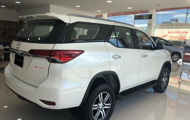 Cho đi nhanh chiếc Toyota Fortuner 2020, màu trắng, nhập khẩu nguyên chiếc 2