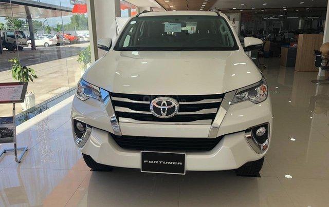 Cho đi nhanh chiếc Toyota Fortuner 2020, màu trắng, nhập khẩu nguyên chiếc 3