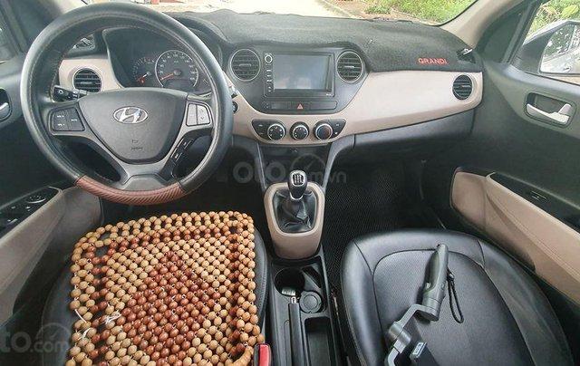 Hyundai i10 2017 màu bạc số sàn, bản đủ, xe đẹp như mới3