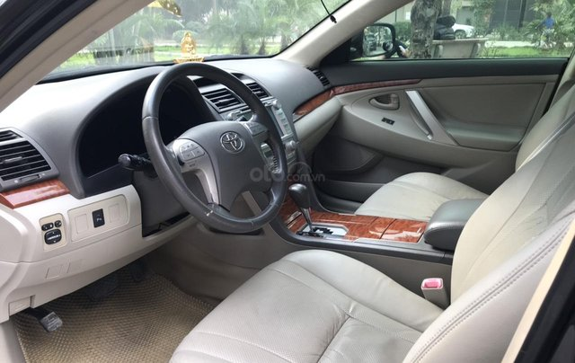 Cần bán xe Toyota Camry 2.4G sản xuất năm 2010, màu đen, 566 triệu8