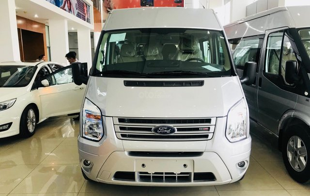 Ford Transit Medium đời 2019, màu bạc, giá rẻ nhất thị trường1
