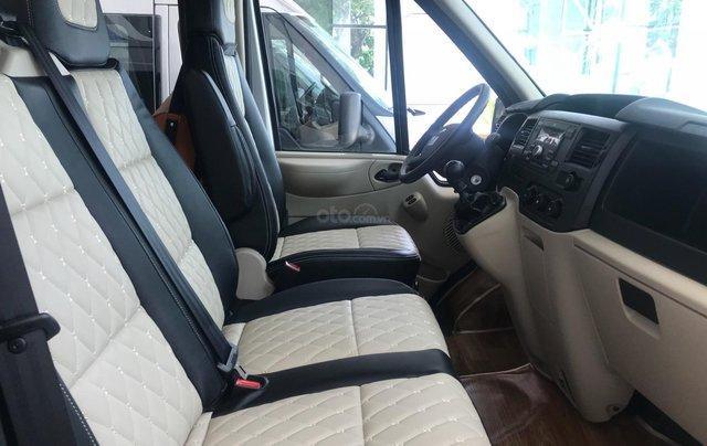 Ford Transit Medium đời 2019, màu bạc, giá rẻ nhất thị trường3