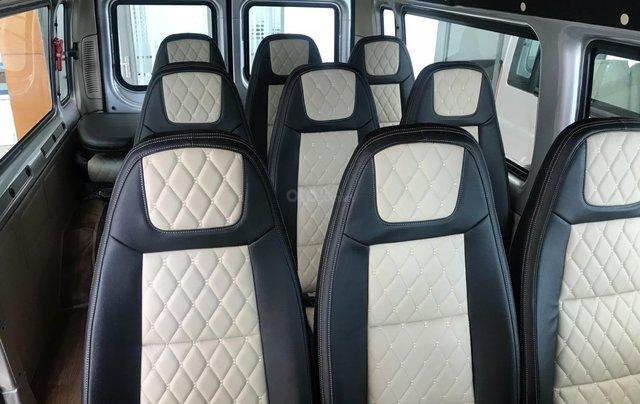 Ford Transit Medium đời 2019, màu bạc, giá rẻ nhất thị trường4