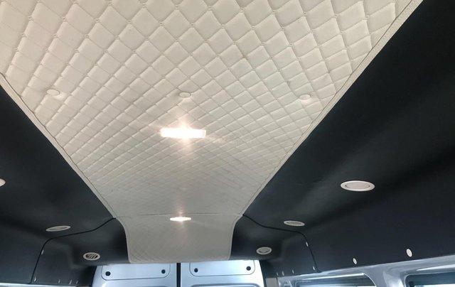 Ford Transit Medium đời 2019, màu bạc, giá rẻ nhất thị trường5