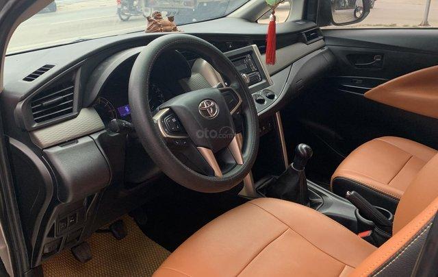 Cần bán Toyota Innova 2.0 năm sản xuất 2018, màu xám (ghi)3
