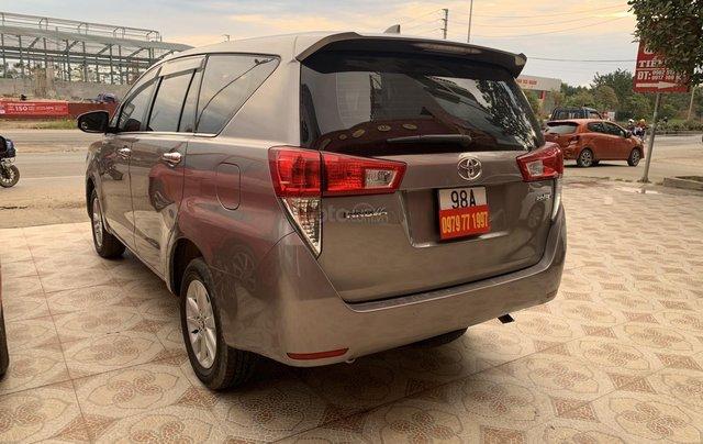 Cần bán Toyota Innova 2.0 năm sản xuất 2018, màu xám (ghi)6