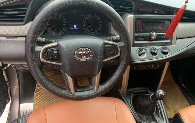 Cần bán Toyota Innova 2.0 năm sản xuất 2018, màu xám (ghi)8