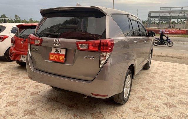 Cần bán Toyota Innova 2.0 năm sản xuất 2018, màu xám (ghi)5