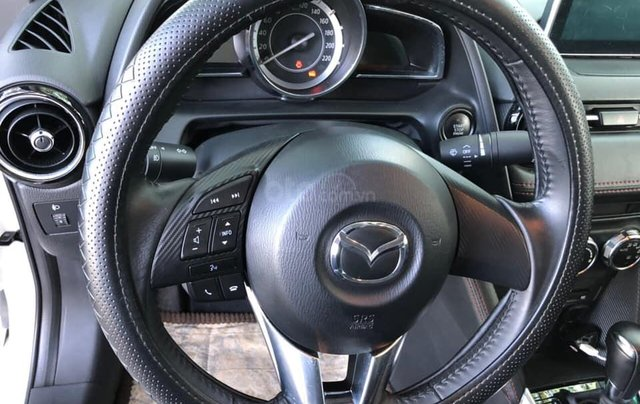 Cần bán xe Mazda 2 năm sản xuất 2017, màu trắng, đi 11.500km, giá chỉ 478tr11