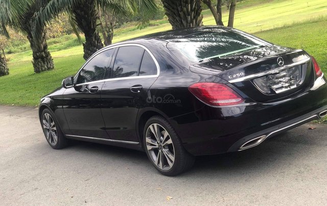 Cần bán gấp Mercedes-Benz C class đăng ký 2018, màu đen chính chủ giá 1 tỷ 550 triệu đồng3