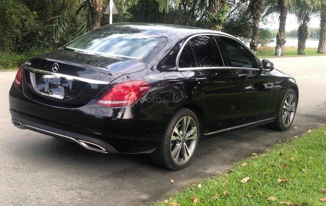 Cần bán gấp Mercedes-Benz C class đăng ký 2018, màu đen chính chủ giá 1 tỷ 550 triệu đồng2