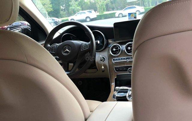 Cần bán gấp Mercedes-Benz C class đăng ký 2018, màu đen chính chủ giá 1 tỷ 550 triệu đồng6