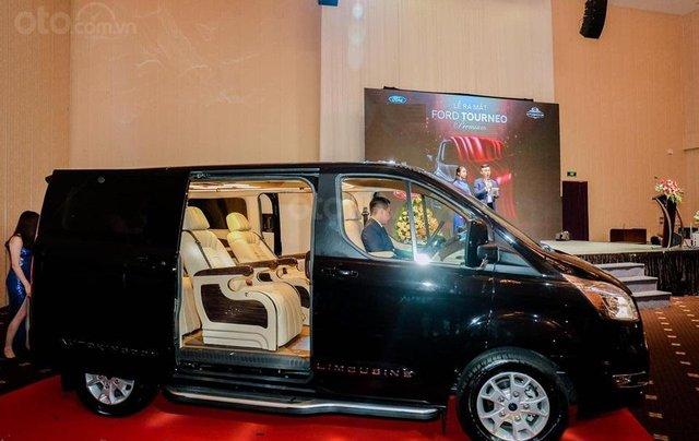 Ford Tourneo Limousine 7 chỗ giá hợp lý0