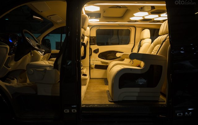 Ford Tourneo Limousine 7 chỗ giá hợp lý4