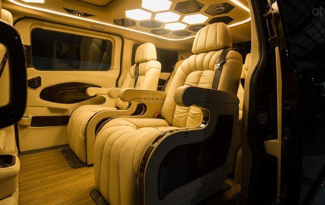 Ford Tourneo Limousine 7 chỗ giá hợp lý5