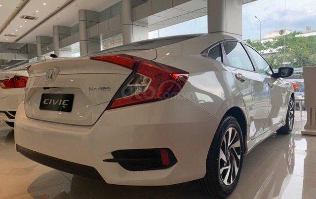 Bán Honda Civic RS năm sản xuất 2019, màu trắng, nhập khẩu nguyên chiếc1