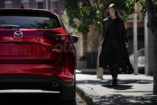 Xả hàng cuối năm chiếc xe Mazda CX 5  New Deluxe đời 2019, màu đỏ2