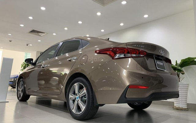 Giao xe toàn quốc, Hyundai Accent 1.4 bản đủ đời 2019, màu nâu, số tự động12