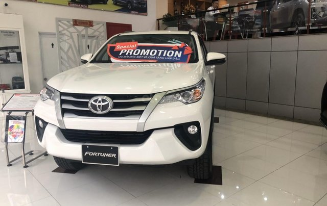 Toyota Bến Thành - Xả hàng cuối năm chiếc xe Toyota Fortuner đời 2019, màu trắng 2