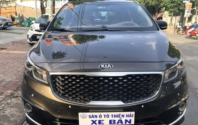 Cần bán xe Kia Sedona 3.3 GATH đời 2015, màu nâu0