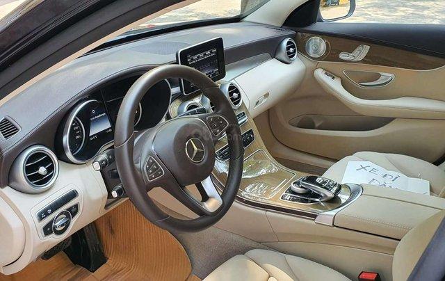 Bán nhanh chiếc xe  Mercedes C250 Exclusive, màu đen  - Có sẵn xe - Giao ngay toàn quốc1