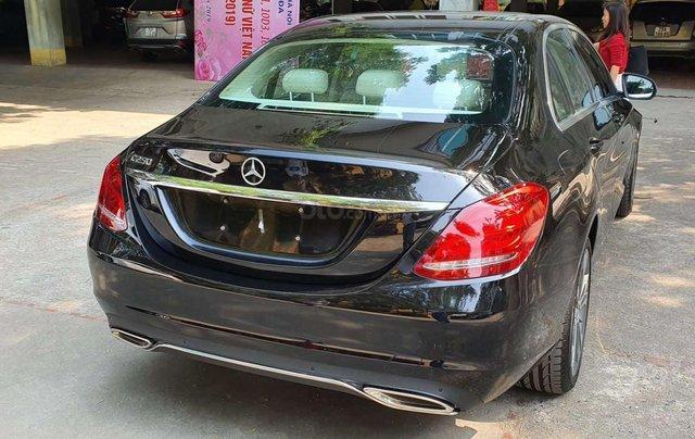 Bán nhanh chiếc xe  Mercedes C250 Exclusive, màu đen  - Có sẵn xe - Giao ngay toàn quốc2