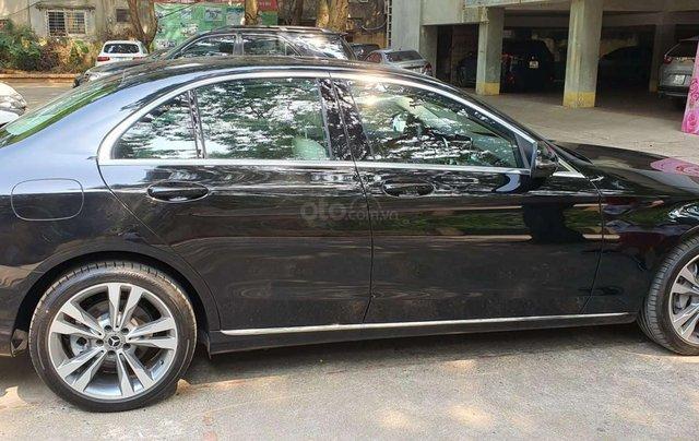 Bán nhanh chiếc xe  Mercedes C250 Exclusive, màu đen  - Có sẵn xe - Giao ngay toàn quốc3