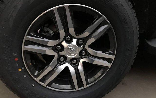 Cần bán xe Toyota Fortuner 2.4MT năm sản xuất 2019, màu đen, tặng phụ kiện chính hãng3