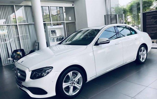 Bán Mercedes E250 sản xuất năm 2019, màu trắng, nhập khẩu 4