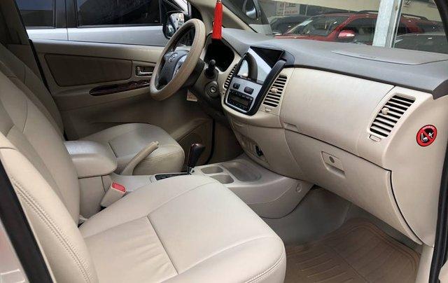 Cần bán gấp Toyota Innova 2.0V năm 2013, màu bạc như mới2