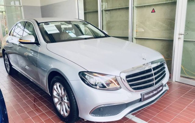 Bán Mercedes E250 sản xuất năm 2019, màu bạc, nhập khẩu như mới0