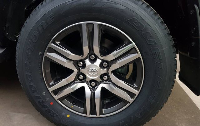 Cần bán xe Toyota Fortuner 2.4MT năm sản xuất 2019, màu đen, tặng phụ kiện chính hãng8