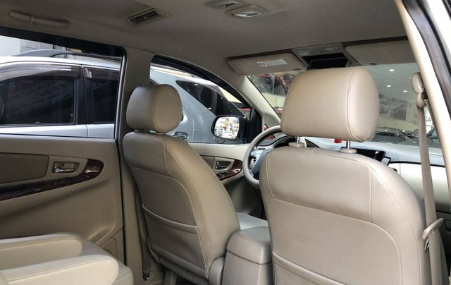 Cần bán gấp Toyota Innova 2.0V năm 2013, màu bạc như mới5