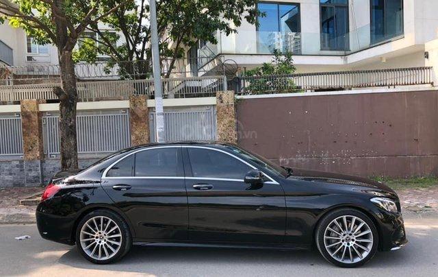 Cần bán Mercedes sản xuất năm 2017 C300 AMG3