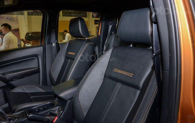 Giảm giá tiền mặt + Gói phụ kiện + Lãi suất 0%, Ford Ranger XLS năm sản xuất 2019, màu đen8