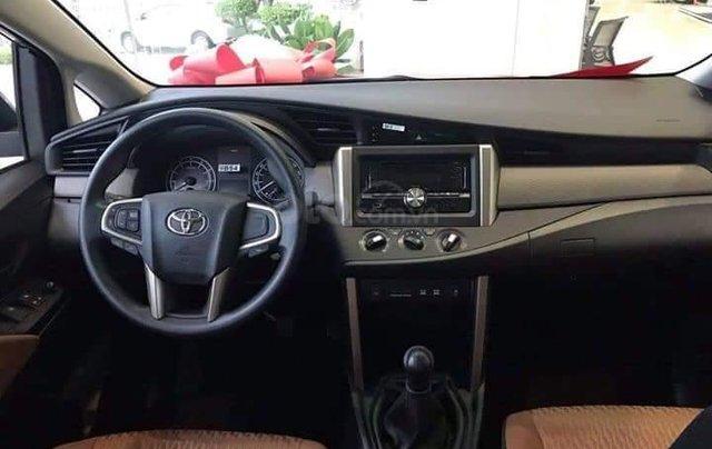 Bán xe Innova 2.0E 2019, màu bạc3