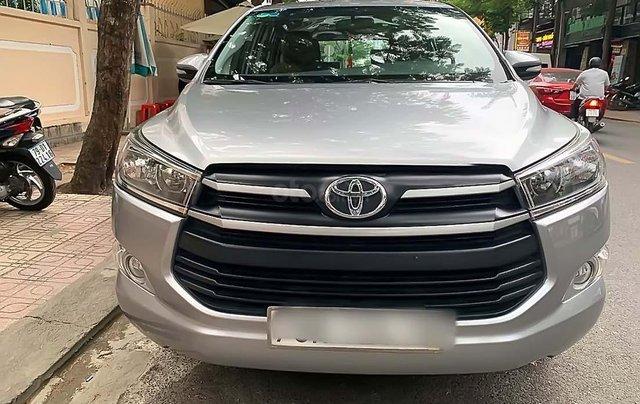Cần bán xe Toyota Innova 2.0E 2016, màu bạc chính chủ, giá tốt0