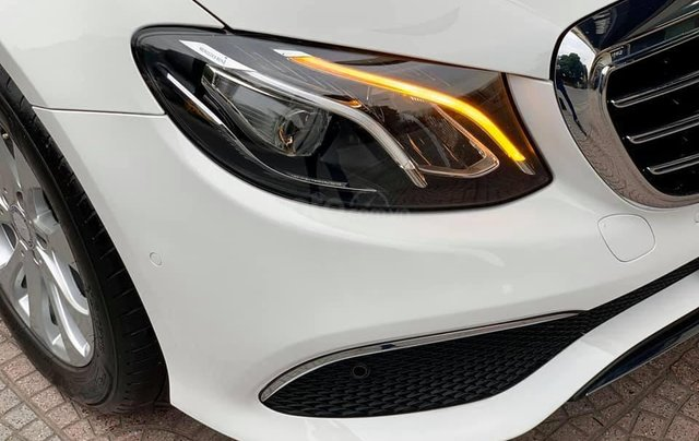 Mercedes-Benz E200 sx 2017, trắng/đen siêu hot, LH: 03877077772