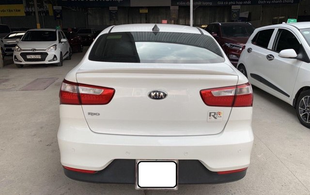 Bán ô tô Kia Rio năm 2016, màu trắng, xe nhập, số tự động, giá 438tr4