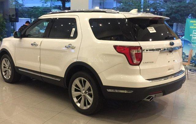 Cần bán nhanh chiếc xe ô tô Ford Explorer năm sản xuất 2019, màu trắng.4