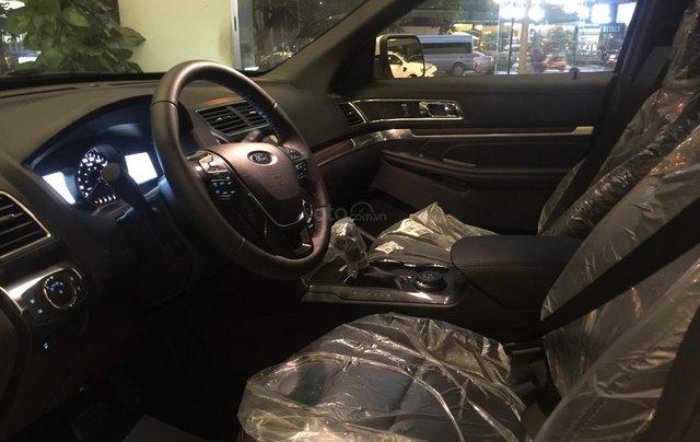 Cần bán nhanh chiếc xe ô tô Ford Explorer năm sản xuất 2019, màu trắng.7