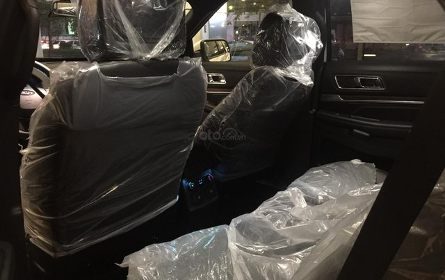 Cần bán nhanh chiếc xe ô tô Ford Explorer năm sản xuất 2019, màu trắng.8