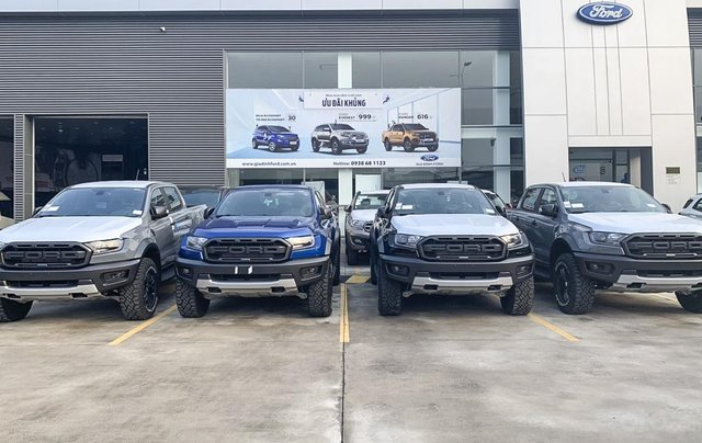 Bán nhanh chiếc xe Ford Ranger Raptor  đời 2019, màu bạc, máy dầu, số tự động1