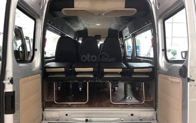 Ưu đãi quà tặng hấp dẫn khi mua xe Ford Transit đời 2019, màu bạc4
