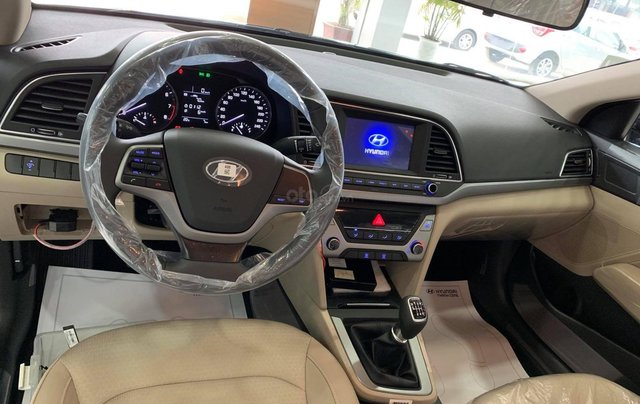 Bán xe Hyundai Accent MT đời mới 100%, màu đen6
