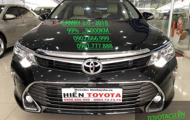 Bán ô tô Toyota Camry đời 2018, màu đen như mới0