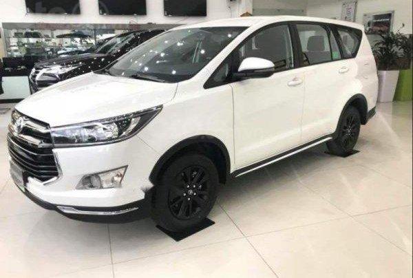 Cần bán xe Toyota Innova 2.0E đời 2019, màu trắng, xe mới 100%, giá cạnh tranh