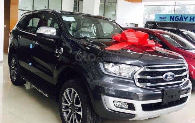 Ford Everest giảm cực sâu đón tết0
