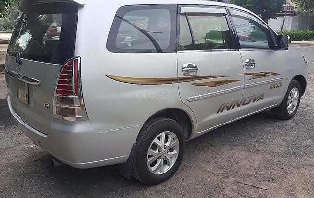 Cần bán lại xe Toyota Innova đời 2006, màu bạc xe còn mới lắm1