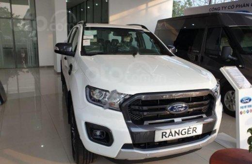 Xả hàng đến Tết, Ford Ranger 2.0L Wildtrak đời 2019, màu trắng, giá rẻ